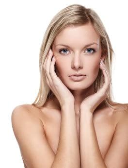 Schönes Gesicht nach Gesichtsbehandlung