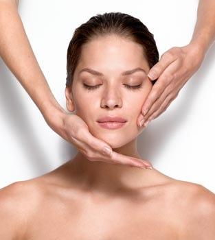 Gesichtspflege im Kosmetikinstitut