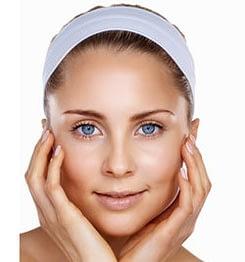 Glatte und gestraffte Haut nach der Kräuterschälkur im Kosmetikzentrum