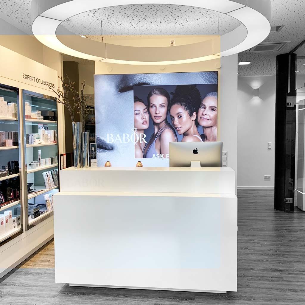 Eingangsbereich zum Kosmetikzentrum in Paderborn